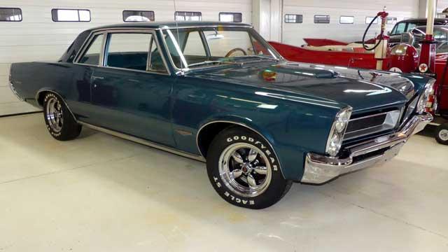 1965-Pontiac-GTO-Tripower